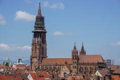 Kyrktaga i staden av Freiburg i Tyskland Arkivfoto
