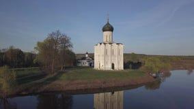 kyrktaga intercessionnerl Vladimir region, Ryssland flyg- sikt lager videofilmer