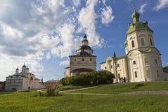 Kyrktar omgestaltning av vår Herre, ärkeängel Gabriel och Kirill Belozersky i den Kirillo-Belozersky klosterVologda regionen Royaltyfria Bilder