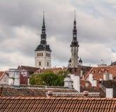 Kyrktorn av den Tallinn staden royaltyfria foton