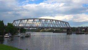 Взгляд железнодорожного моста через пролив Kyronsalmi Savonlinna, Финляндия акции видеоматериалы