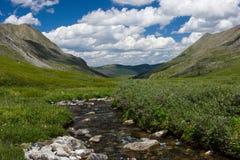 kyshyshtubek岩石河的河床 库存照片