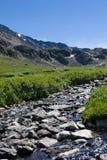 kyshyshtubek岩石河的河床 库存图片