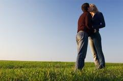 Kyss i sätta in arkivbild