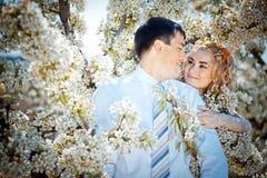 kyssa för par Royaltyfria Bilder