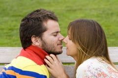 kyssa först mitt Royaltyfri Bild