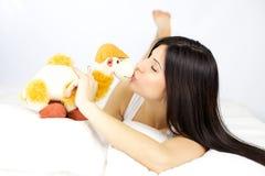 Kyssa min bästa vän som ska förråda aldrig mig Fotografering för Bildbyråer
