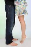 kyssande ben för härliga par royaltyfria foton