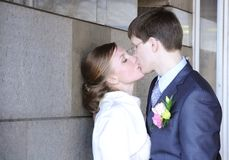 kyssande bröllop Royaltyfri Fotografi