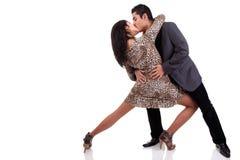 kyssande förälskelse för pardans arkivbild