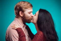 kyssande mankvinnabarn Fotografering för Bildbyråer