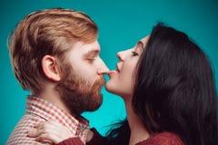 kyssande mankvinnabarn Royaltyfri Foto