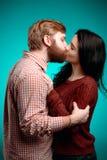 kyssande mankvinnabarn Royaltyfri Bild