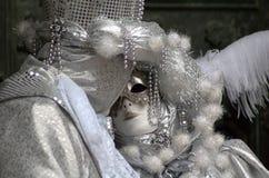 kyssande maskering royaltyfria foton