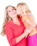 kyssande moder för dotter Royaltyfri Foto