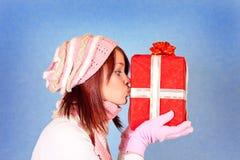 kyssande present Fotografering för Bildbyråer