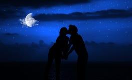 kyssnattromantiker royaltyfri foto