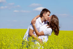 kyssromantiker Royaltyfri Bild