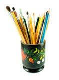 Kystes et crayons sur le fond blanc Image stock