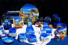 Kythera ö, Grekland - Augusti 03, 2009: Souvenir shoppar på Kythera Arkivbilder