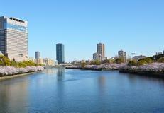 Kyu-Yodo flod, Osaka, Japan under vårsäsongen Fotografering för Bildbyråer