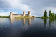 Kyurensalmi海峡和Olanvinlinn中世纪堡垒  古老芬兰堡垒olavinlinna savonlinna日落 免版税库存图片