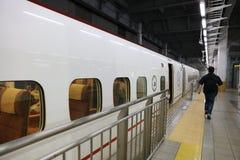 Kyushu Shinkansen tren de punto negro de 800 series Imágenes de archivo libres de regalías