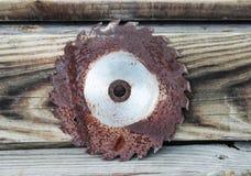 Lámina de sierra oxidada vieja fotografía de archivo libre de regalías