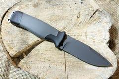 Lámina negra Cuchillo al aire libre Militar defensa ejército foto de archivo libre de regalías