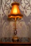 Lámpara antigua en un dormitorio Fotografía de archivo