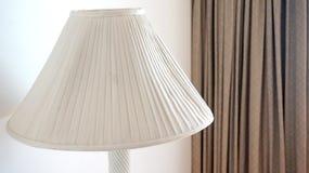 Lámpara blanca en el cuarto Imagen de archivo