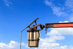Lámpara cambiante de Man del electricista Imagen de archivo libre de regalías