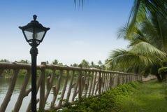 Lámpara cerca de una cerca Imagen de archivo