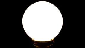 La lámpara circular en fondo negro Foto de archivo