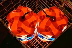 Lámpara colorida en la cesta, visión superior Fotografía de archivo