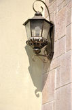 Lámpara con la sombra en la pared Foto de archivo libre de regalías