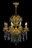Lámpara contemporánea del oro aislada en fondo negro Crystal Chandelier fotos de archivo
