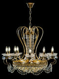 Lámpara contemporánea del oro aislada en fondo negro Crystal Chandelier imagenes de archivo