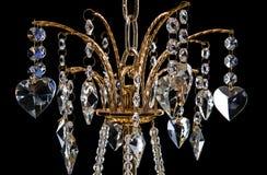 Lámpara contemporánea del oro aislada en fondo negro Primer Crystal Chandelier foto de archivo