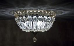 Lámpara cristalina del techo imagenes de archivo