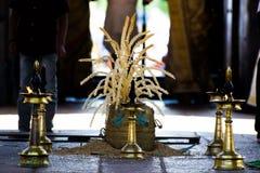 Lámpara de aceite de cobre amarillo tradicional de Kerala - usada para casarse/pooja Imagenes de archivo
