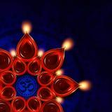 Lámpara de aceite con los elementos del diya del diwali sobre fondo oscuro