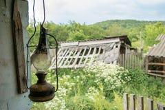 Lámpara de aceite vieja y polvorienta imágenes de archivo libres de regalías