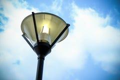 Lámpara de calle abierta y cielo Fotografía de archivo libre de regalías