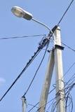 Lámpara de calle con alambres Imágenes de archivo libres de regalías
