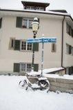 Lámpara de calle con la bicicleta Foto de archivo libre de regalías