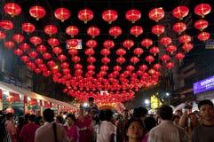 Lámpara de calle con la muchedumbre Fotos de archivo