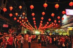 Lámpara de calle con la muchedumbre Imagen de archivo libre de regalías