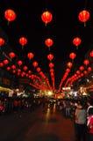 Lámpara de calle con la muchedumbre en Año Nuevo chino Imagenes de archivo