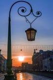 Lámpara de calle en St Petersburg en la puesta del sol, Rusia Imágenes de archivo libres de regalías